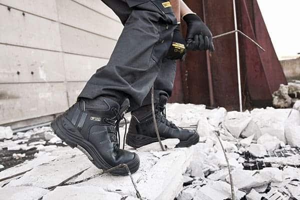 Giày Bảo Hộ Lao Động Tiếng Anh Là Gì? – Hỏi & Đáp