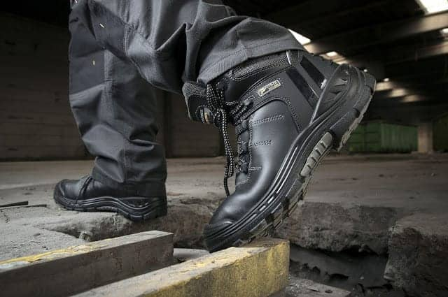 Giày Bảo Hộ Lao Động Là Gì? Cách Chọn Và Sử Dụng Giày Bảo Hộ Lao Động